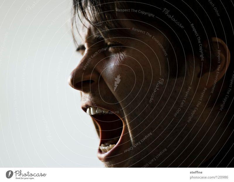 AUFWACHEN! Mann Gesicht sprechen Kopf Zähne schreien Müdigkeit Typ Kerl Schnauze aufwachen wach Morgen gähnen Ruhestörung