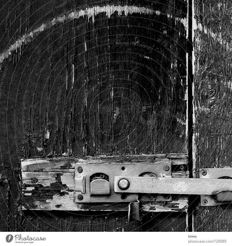 Der nächste Aufschwung kommt bestimmt! Türschloss Kleiderbügel Holz Holzbrett geschlossen Schlitz braun silber Metall Handwerk Burg oder Schloss metallbügel