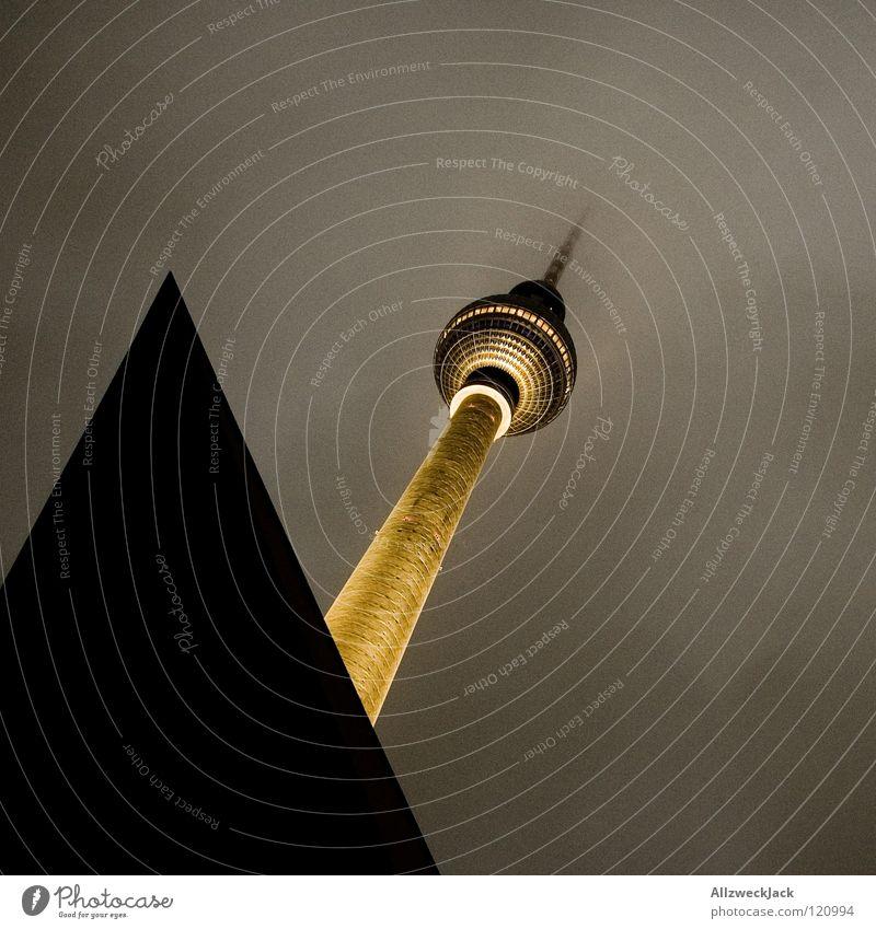 Leuchtturm Wolken dunkel Architektur Gebäude Beleuchtung Berlin Nebel Turm Mitte Bauwerk Denkmal Wahrzeichen Frankfurt am Main trüb Osten Berliner Fernsehturm