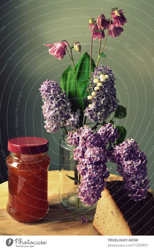 Konfi mit Blumen und Brot Pflanze weiß Erholung Blatt ruhig Leben Frühling Blüte grau braun Lebensmittel Wohnung Zufriedenheit orange Häusliches Leben