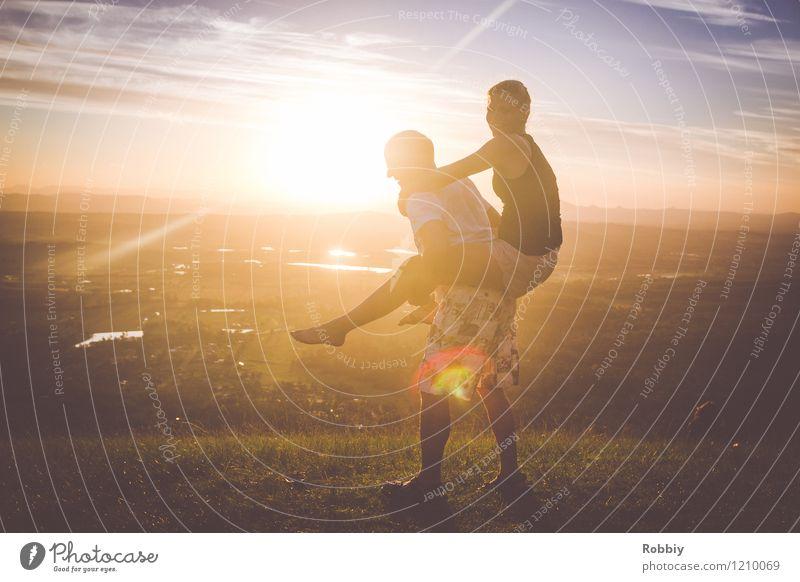 Der Sonne entgegen III Mensch Ferien & Urlaub & Reisen Jugendliche Mann Sommer Junge Frau Freude Ferne Erwachsene Berge u. Gebirge Glück Freiheit