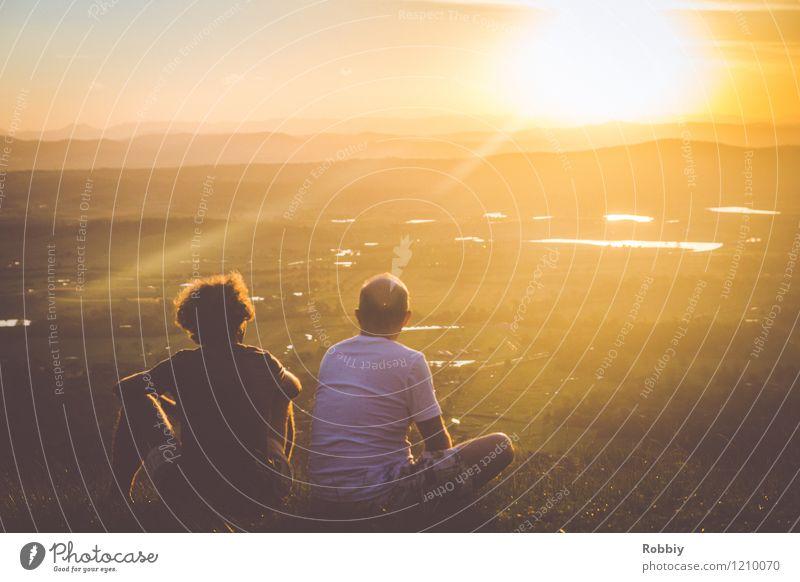 Der Sonne entgegen Ferien & Urlaub & Reisen Tourismus Ausflug Ferne Berge u. Gebirge wandern Familie & Verwandtschaft 2 Mensch Sonnenaufgang Sonnenuntergang