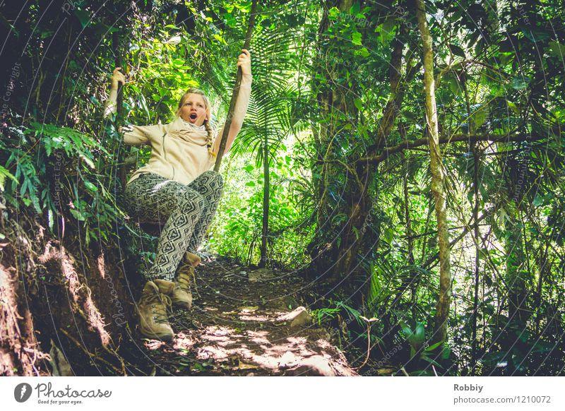 Aaaeeoooooeeooo!!! Ferien & Urlaub & Reisen Abenteuer Junge Frau Jugendliche 1 Mensch 18-30 Jahre Erwachsene Natur Baum Liane Wald Urwald Australien schaukeln