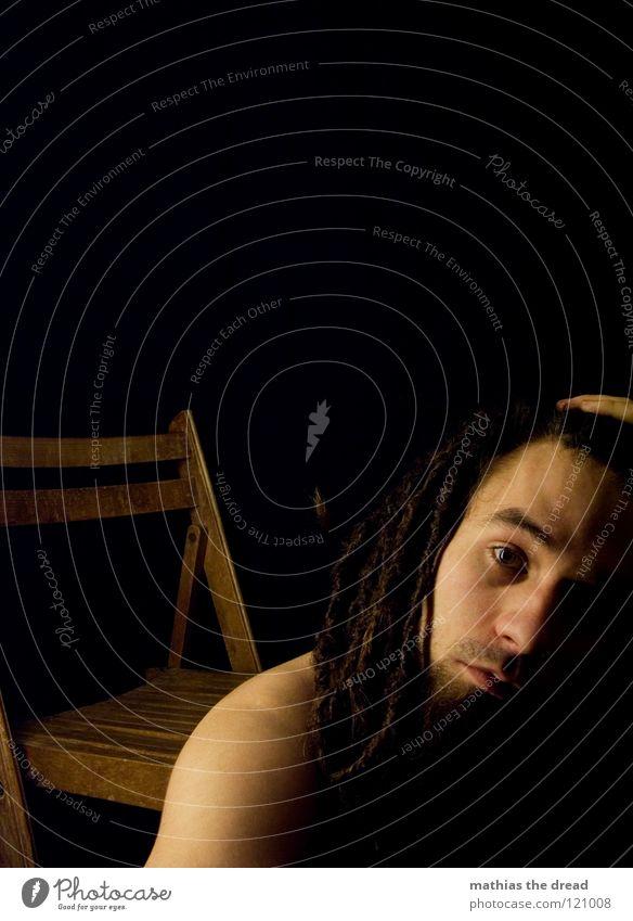 --> IT'S-MI-AGAIN-ÜBERFORDERT-! <-- Rastalocken Filz lang dunkel Oberkörper Mann maskulin verdeckt Bart Barthaare unrasiert Licht Lichtspiel Schattenspiel Hose