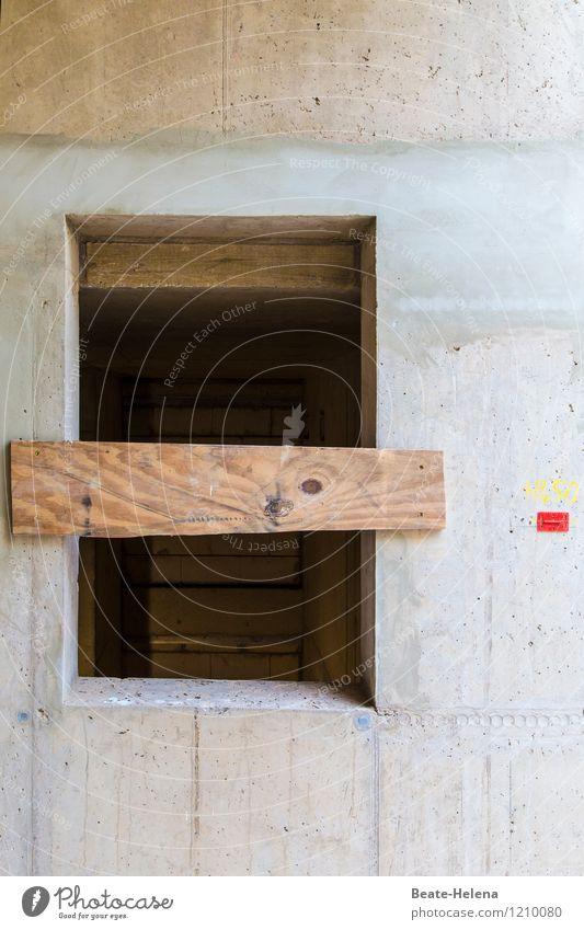 vernagelt rot Haus Fenster Wand Mauer Holz grau braun Arbeit & Erwerbstätigkeit Beginn Beton einfach Baustelle Schutz Ziffern & Zahlen neu