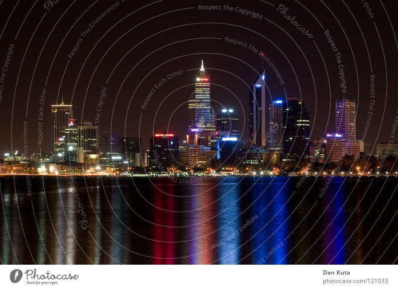 Perth @ night #1 Wasser blau Ferne Lampe träumen nass groß Hochhaus hoch Macht Bankgebäude Niveau violett fantastisch Spiegel Skyline