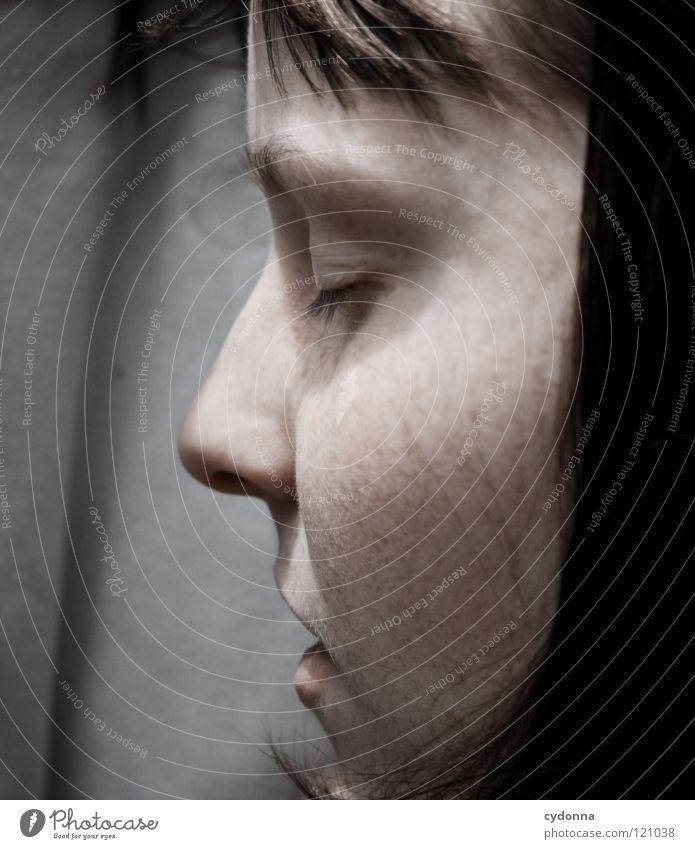 far away Frau schön Porträt geheimnisvoll schwarz bleich Lippen Stil lieblich Selbstportrait Gefühle Licht Schwäche feminin Lichteinfall Geistesabwesend