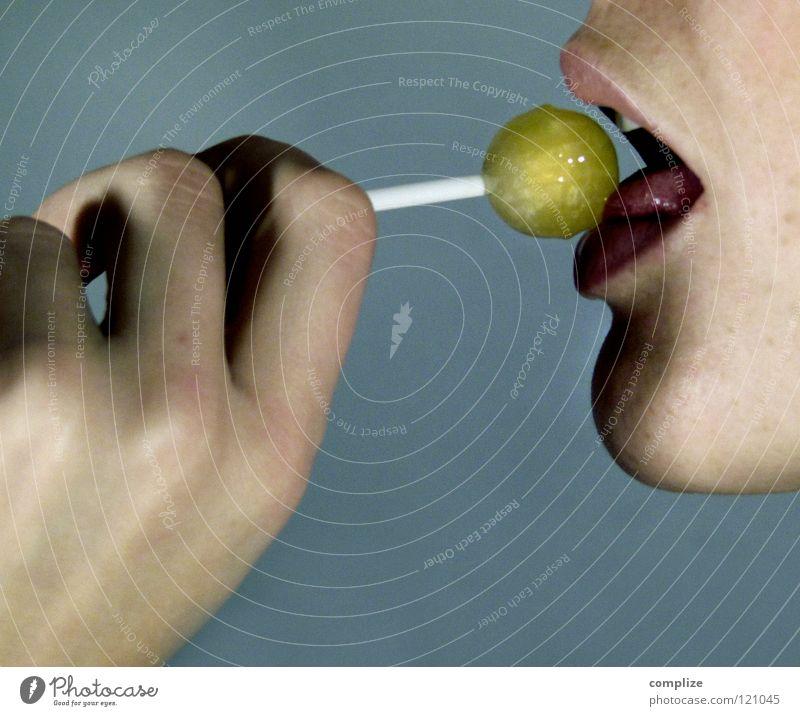 Lollipop II Frau Jugendliche Mund nass Ernährung süß Zähne Lippen Küssen Appetit & Hunger Süßwaren lecker feucht Versuch Typ Zunge