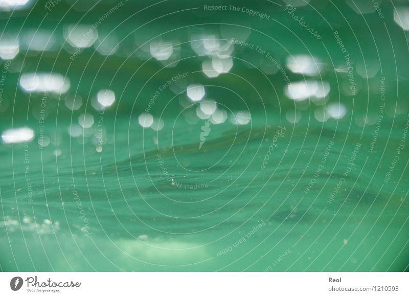 Wasser Schwimmen & Baden Urelemente Sommer Schönes Wetter See Diemelsee glänzend grün nass trüb Wellen Unterwasseraufnahme Froschperspektive Wasseroberfläche