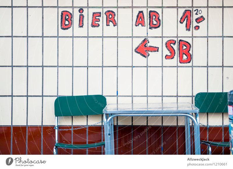 Bierpreiserhöhung Stadt alt grün weiß rot Wand Mauer Feste & Feiern wild verrückt einfach Geld trinken Stuhl lecker