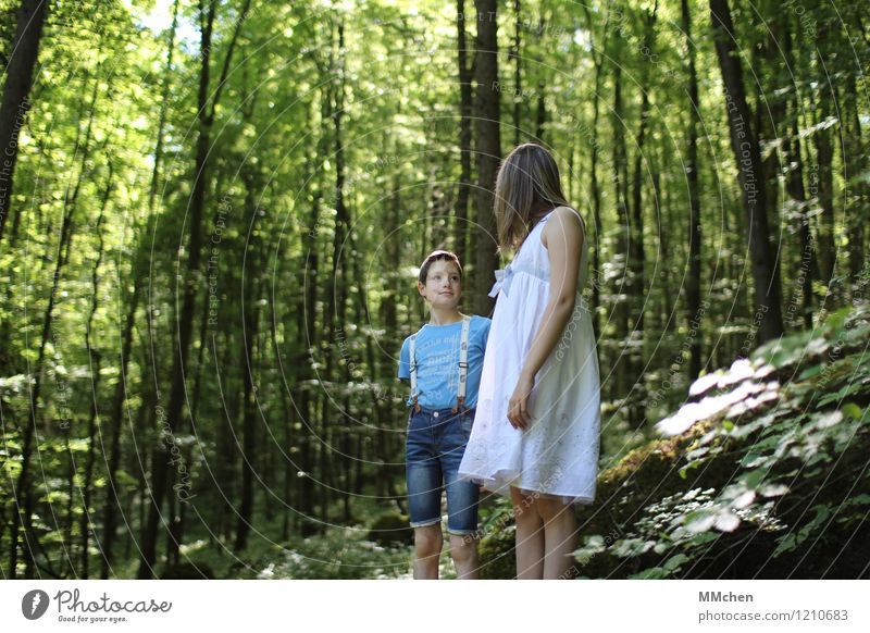 Das war`s? Mädchen Junge Geschwister Bruder Schwester 2 Mensch 8-13 Jahre Kind Kindheit Natur Sommer Schönes Wetter Wald Felsen Berge u. Gebirge Jeanshose Kleid