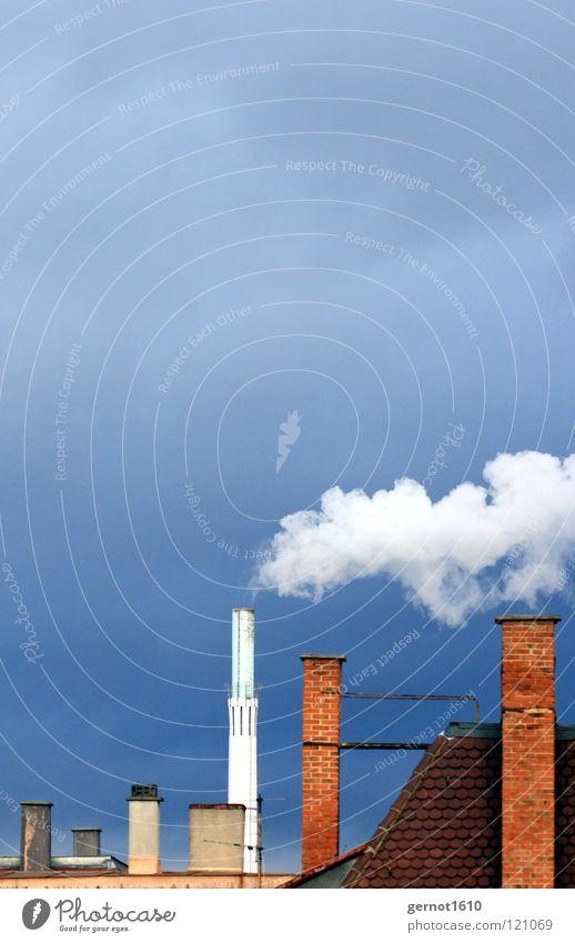 Entsorgung II Himmel blau weiß rot dunkel Wärme Energiewirtschaft Luft dreckig Wind hoch Industrie Dach Sauberkeit viele Rauch