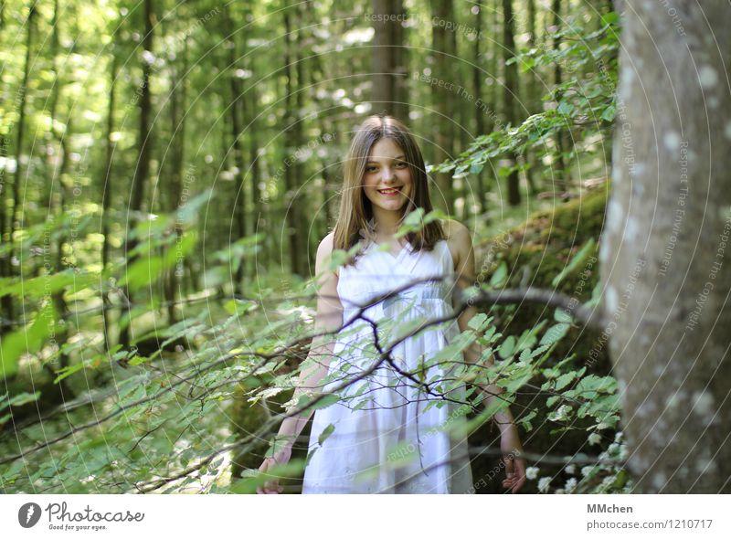 :) Mensch Kind Natur grün schön Sommer weiß Baum ruhig Mädchen Wald lachen Park Zufriedenheit elegant Kindheit