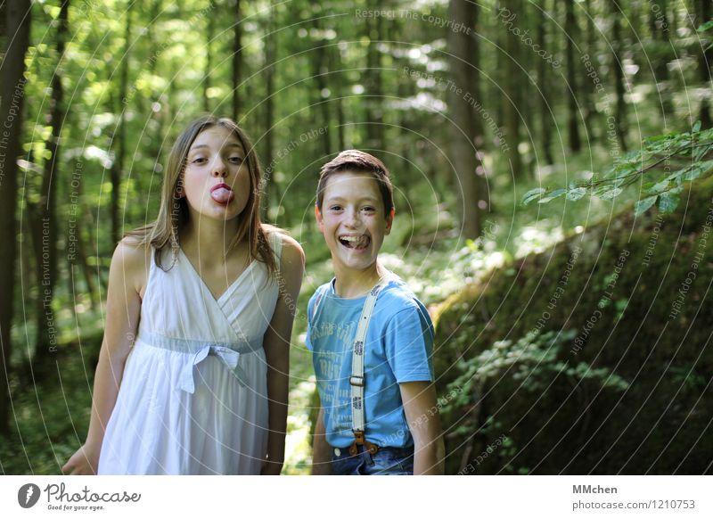 Komiker Mensch Kind Mädchen Junge Familie & Verwandtschaft Freundschaft Kindheit Leben 2 8-13 Jahre Natur Sommer Baum Wald lachen Fröhlichkeit grün Freude