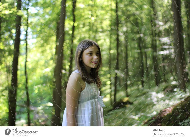 The only way is up Kind Natur grün schön Sommer weiß Sonne Baum ruhig Mädchen Wald Berge u. Gebirge Glück Zufriedenheit wandern Kindheit