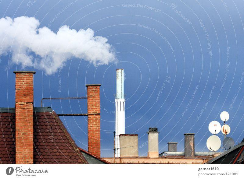 Entsorgung III Himmel blau weiß rot dunkel Wärme Energiewirtschaft Luft dreckig mehrere Wind hoch Industrie Dach Sauberkeit Rauch