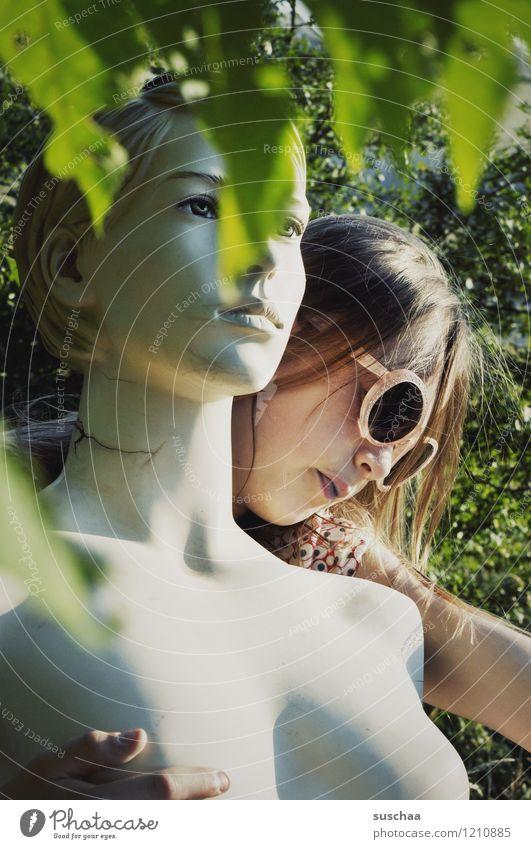echt/unecht .. Kind Natur Blatt Mädchen Gesicht Haare & Frisuren Kopf authentisch Sonnenbrille falsch Schaufensterpuppe
