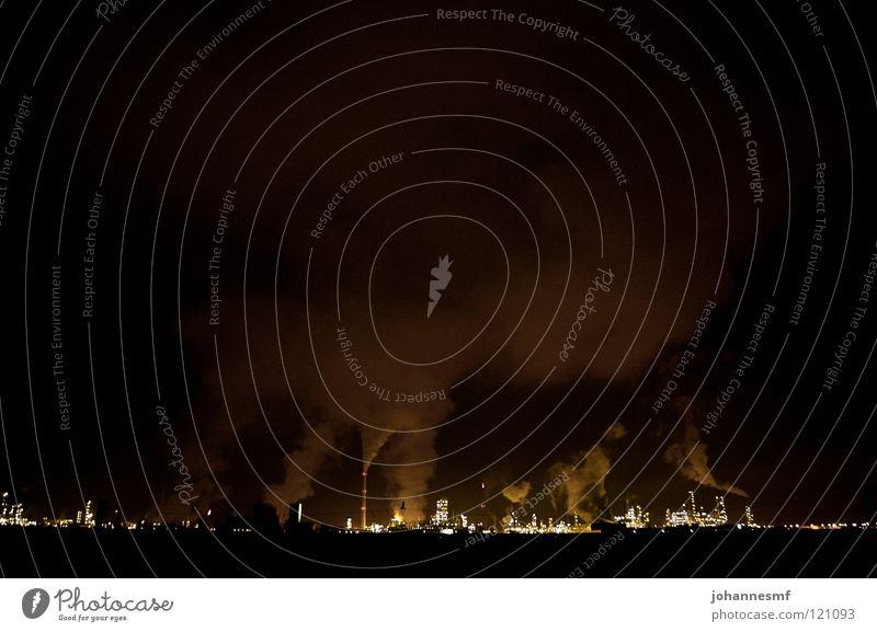 Lichtleinmeer schwarz Wolken dunkel Beleuchtung Nebel Industrie Elektrizität Abgas Schornstein Wasserdampf Stromkraftwerke Raffinerie Kühlturm