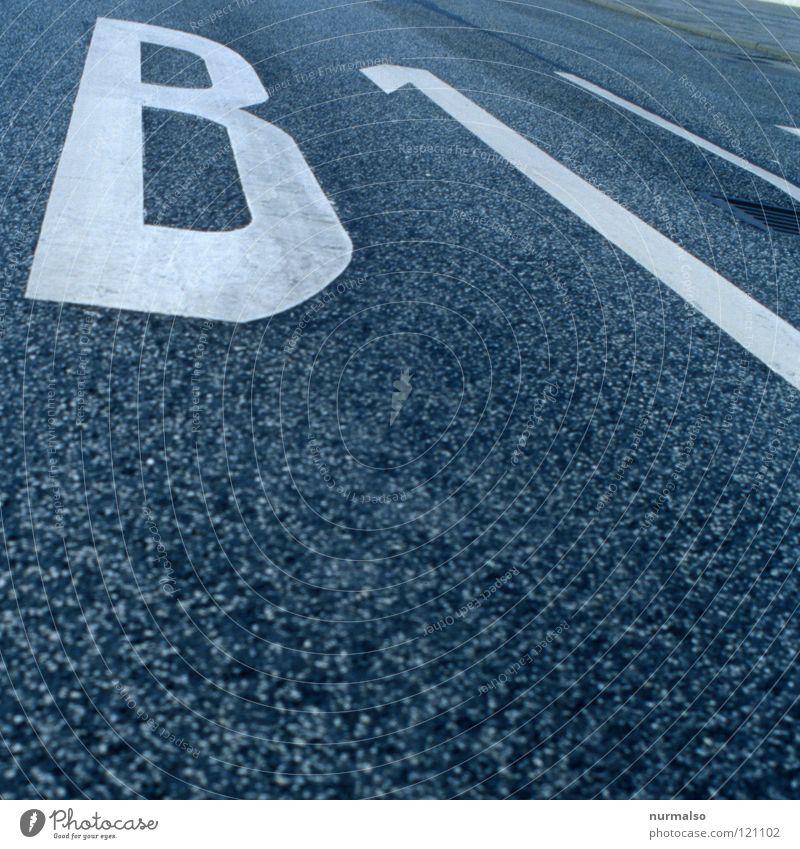 An derselben Strasse . . . Straße Berlin Wege & Pfade Deutschland Arbeit & Erwerbstätigkeit Wohnung Schilder & Markierungen Geschwindigkeit Hinweisschild Pause