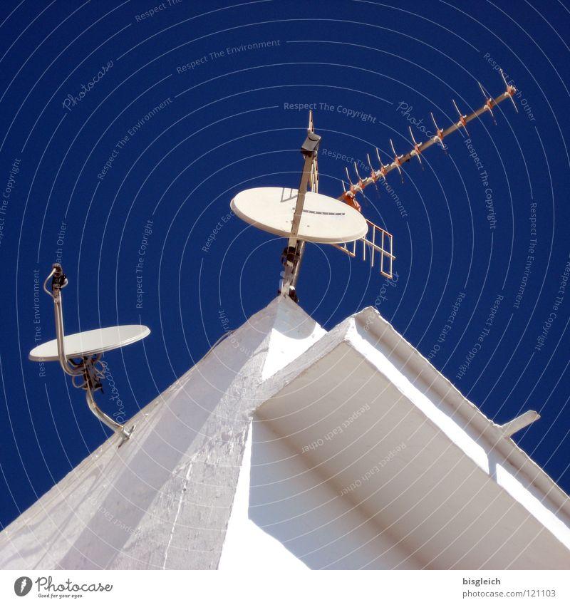 Contact (Spanien) Himmel weiß blau Technik & Technologie Kommunizieren Fernsehen Telekommunikation Medien Weltall Radio Antenne Satellit Elektrisches Gerät Satellitenantenne