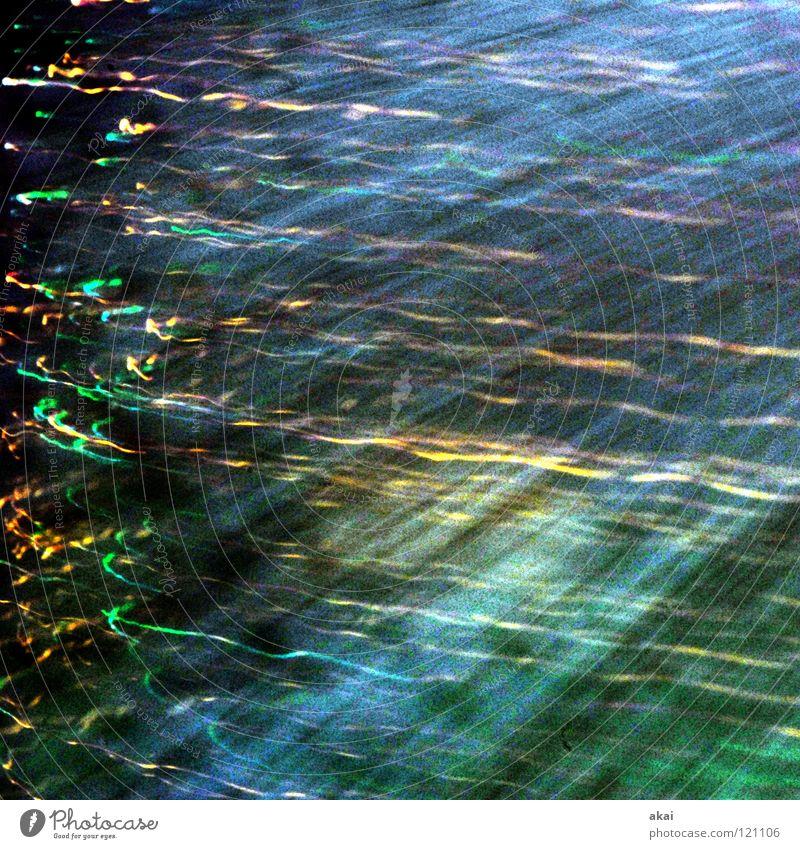 Ufo Lichterspiel 13 Ufolampe Fernsehlampe Belichtung UFO krumm Lichtspiel Langzeitbelichtung Experiment Streifen Glasfaser Studie mehrfarbig rot gelb magenta