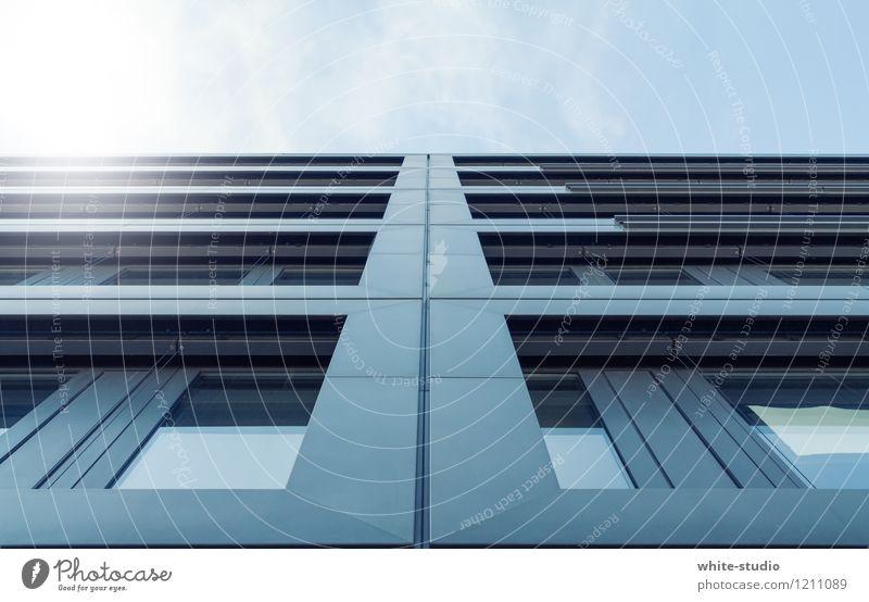 Moderne Aussicht Fenster Architektur Gebäude Abteilfenster Flugzeugfenster Linie Metall Fassade modern Glas Hochhaus Metallwaren Bauwerk Skyline Fensterscheibe