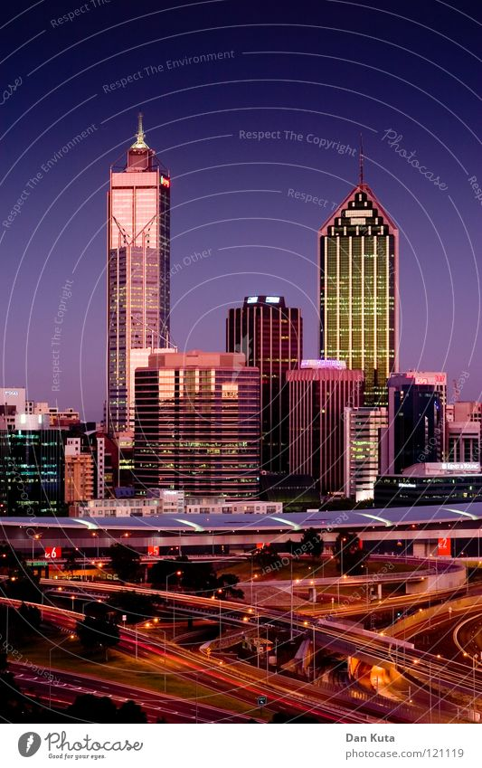 Perth @ night #2 blau Ferne Lampe träumen nass groß Hochhaus hoch Macht Bankgebäude Niveau violett fantastisch Spiegel Skyline direkt
