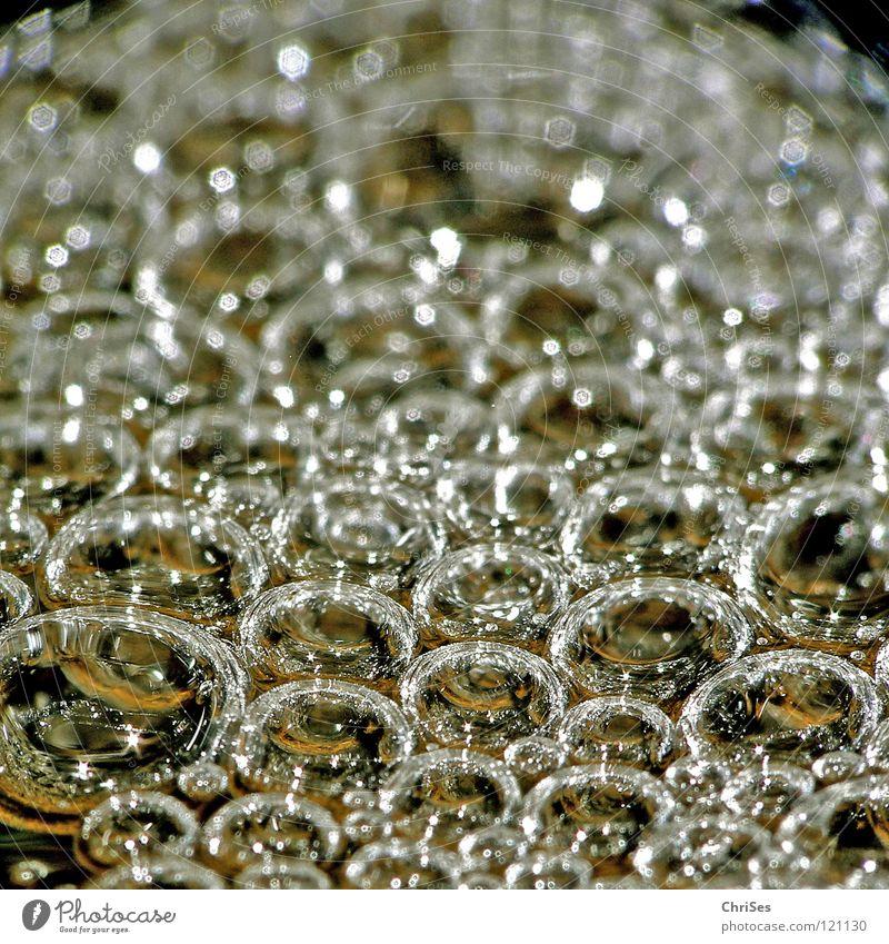 Blubberblasen Wasser kalt nass gold Bad Fluss Klarheit niedlich blasen feucht Bach Seifenblase Luftblase Erfrischung fließen Schaum