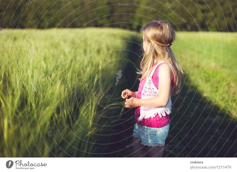 happy hippie days :) Mensch Kind Mädchen Kindheit 1 3-8 Jahre Umwelt Natur Sonne Sonnenaufgang Sonnenuntergang Sommer Schönes Wetter Getreidefeld Feld entdecken