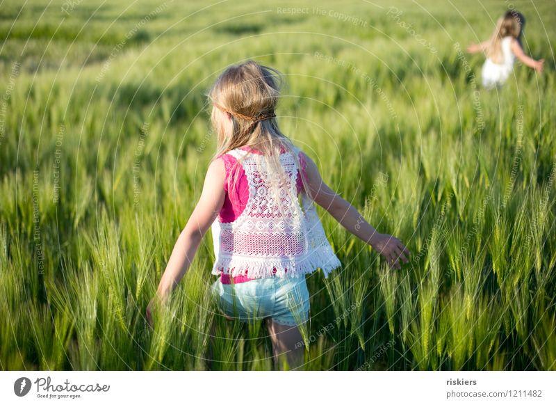happy hippie days iii Mensch Kind Natur Pflanze Sommer Sonne Erholung Mädchen Umwelt natürlich feminin Spielen Glück gehen Feld frisch