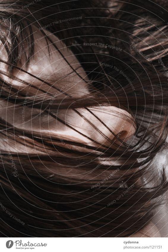 haarig Frau schön Porträt geheimnisvoll schwarz bleich Lippen Stil lieblich Selbstportrait Gefühle Licht Schwäche feminin Lichteinfall Geistesabwesend