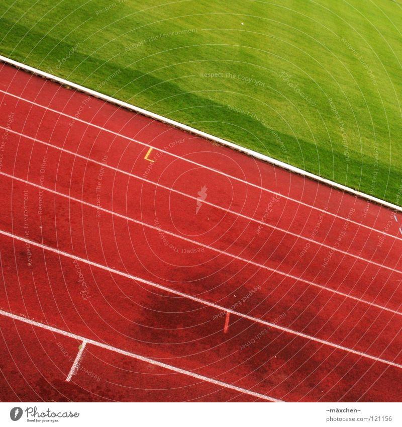 Ist denn keiner mehr da? Rennbahn Stadion Leichtathletik rot grün weiß Spuren Kurvenlage 100 Meter Lauf Joggen Ausdauer Niederlage Prämie knallig Quadrat Sport