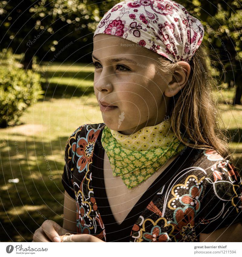 Buntes Kind im Sommer Mensch Jugendliche grün Mädchen Gesicht gelb natürlich feminin Glück Denken Haare & Frisuren Kopf Mode braun elegant
