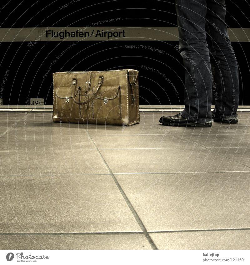 ab ins wochenende Stadt Ferien & Urlaub & Reisen Arbeit & Erwerbstätigkeit Bahnhof Beine Schuhe Zeit Ausflug Flugzeug Luftverkehr Ecke Jeanshose Kultur Sitzung