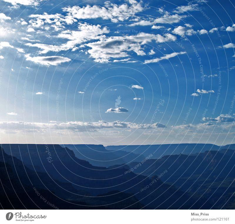Wo sich Himmel und Erde berühren... blau ruhig Wolken Berge u. Gebirge Landschaft USA Unendlichkeit Sehnsucht Amerika Schlucht Klippe verschlafen Grand Canyon