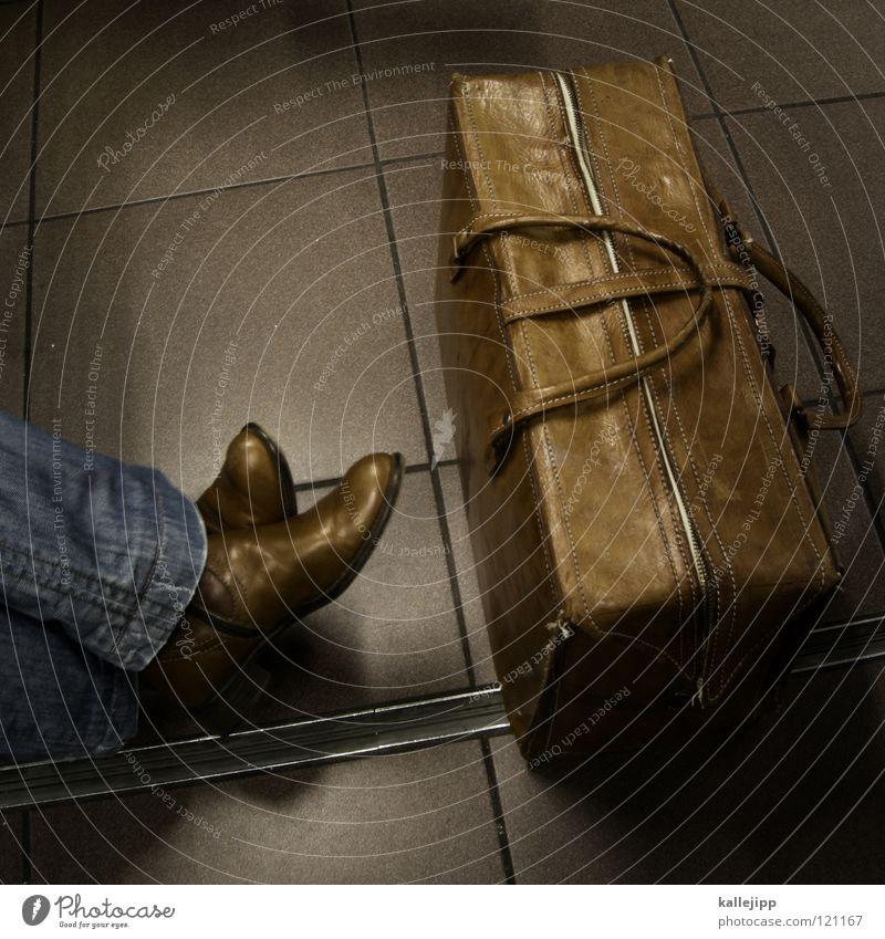 verspätung Ferien & Urlaub & Reisen Beine Arbeit & Erwerbstätigkeit Schuhe Zeit warten Ausflug Flugzeug Luftverkehr Ecke Jeanshose Ziel Sitzung U-Bahn