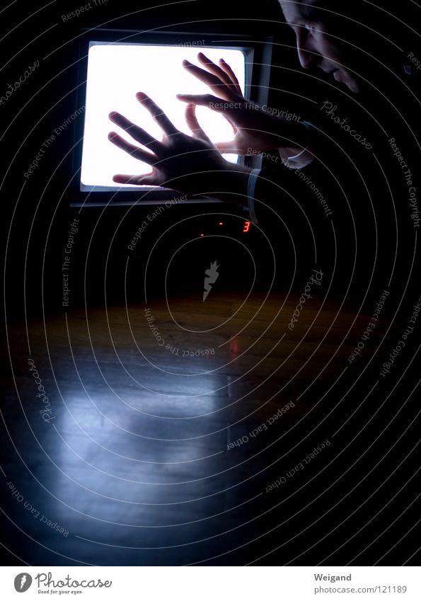 Kammerflimmern II Ferne glänzend Perspektive Zukunft Fernsehen Bild Medien Neugier Konzentration Wahrsagerei