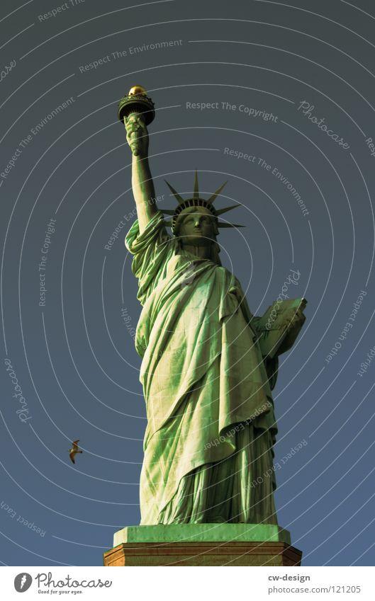 BEDLOE'S ISLAND. New York City Statue Begrüßung Frankreich USA Vollendung minimalistisch Patina grün Amerika Tracht Aufschrift hoch rechts Hand Kontinente