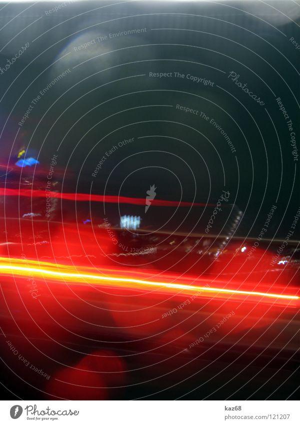 Gib Gummi Wasser Ferien & Urlaub & Reisen rot Farbe gelb Straße dunkel grau Bewegung PKW Lampe Linie hell Regen Verkehr Geschwindigkeit