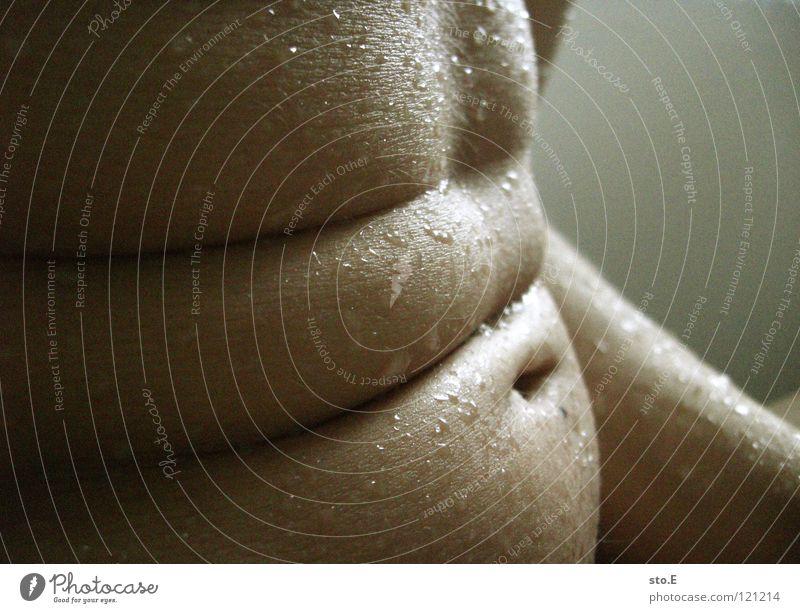 faltig pt.4 Kerl Körperhaltung nackt Magen Falte nass Wassertropfen Schatten Körperpflege Bauchnabel Mensch Vorderseite Mann personenfoto Typ Makroaufnahme
