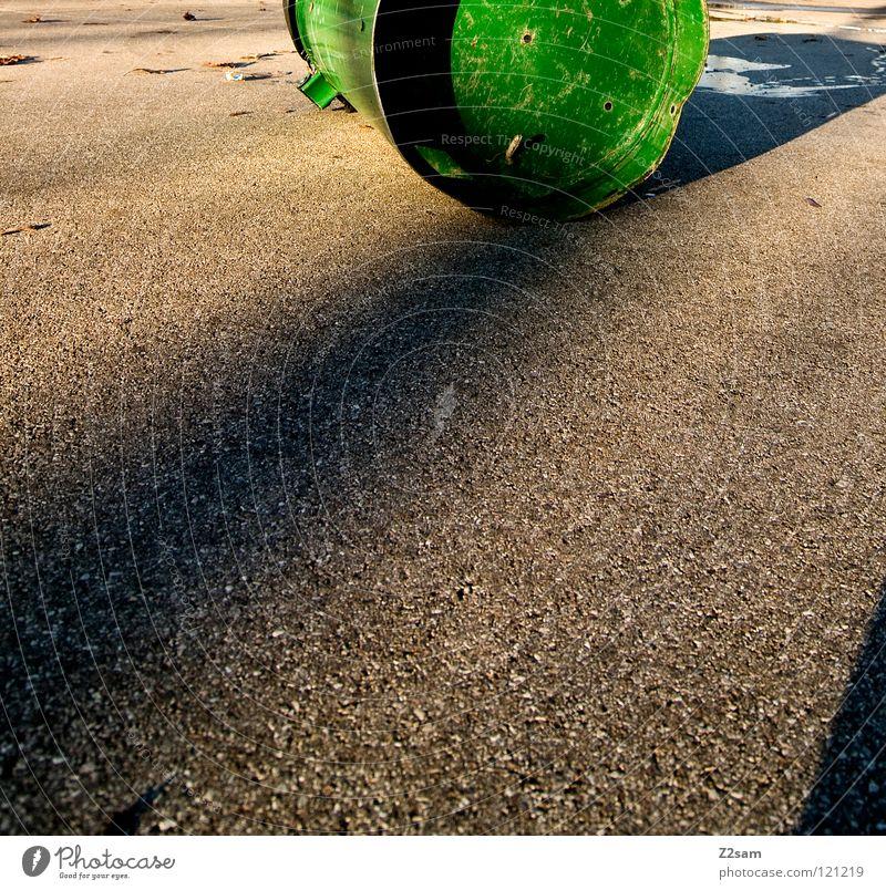 Obstacle grün Beleuchtung Beton stehen einfach liegen Dinge Quadrat Pfütze Teer Müllbehälter Fass Funsport