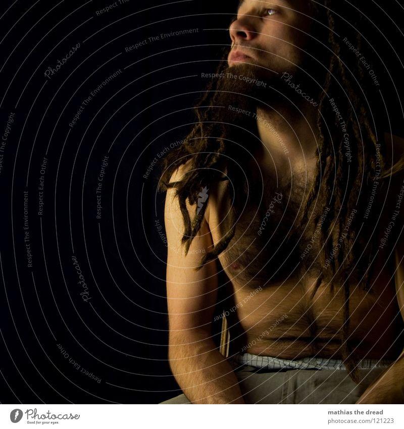 --> WATCHING<-- Mensch Mann Freude schwarz Gesicht dunkel Gefühle Kopf Haare & Frisuren Denken hell lustig Zufriedenheit Mund sitzen Haut