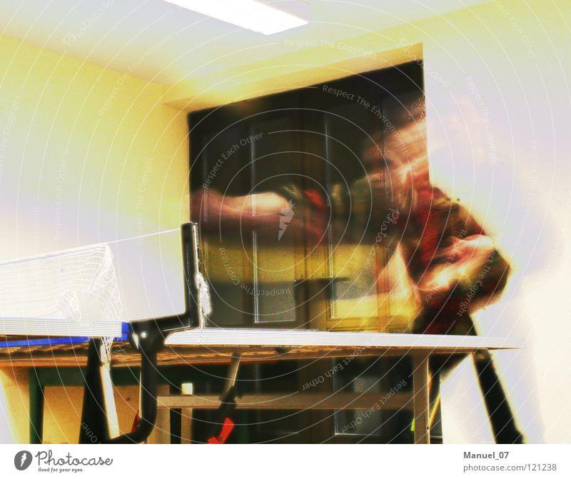SCHLAGABTAUSCH Tennis Tischtennis Geschwindigkeit Zeit Spielen Freude Langzeitbelichtung Schatten sportlich Bewegung Verzerrung