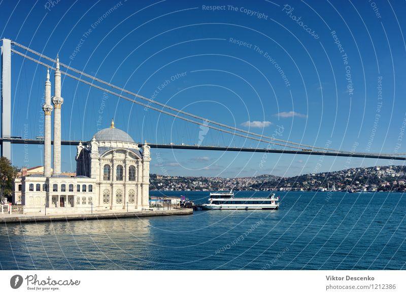 Moschee und die Brücke auf dem Bosporus Ferien & Urlaub & Reisen Sommer Meer Himmel Stadt Palast Gebäude Architektur Fähre Wasserfahrzeug Religion & Glaube