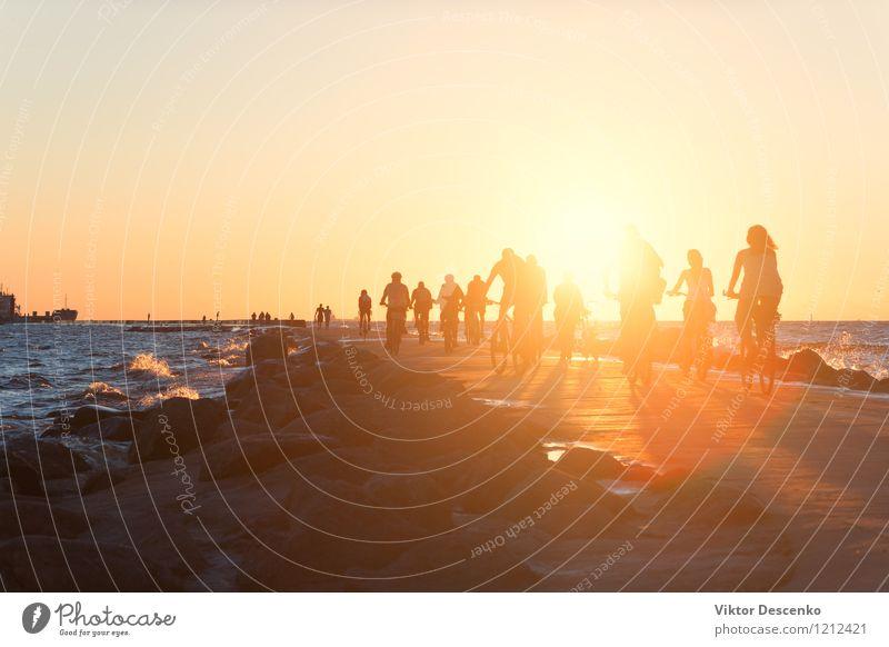 Mensch Himmel Natur Ferien & Urlaub & Reisen Mann Stadt Sommer Sonne Erholung Meer Strand Erwachsene Küste Sport Lifestyle Paar