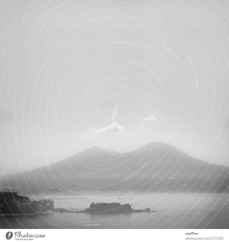 Napoli la bella weiß Meer Stadt Sommer Ferien & Urlaub & Reisen schwarz Berge u. Gebirge Wärme Küste dreckig Nebel groß gefährlich Tourismus bedrohlich Italien