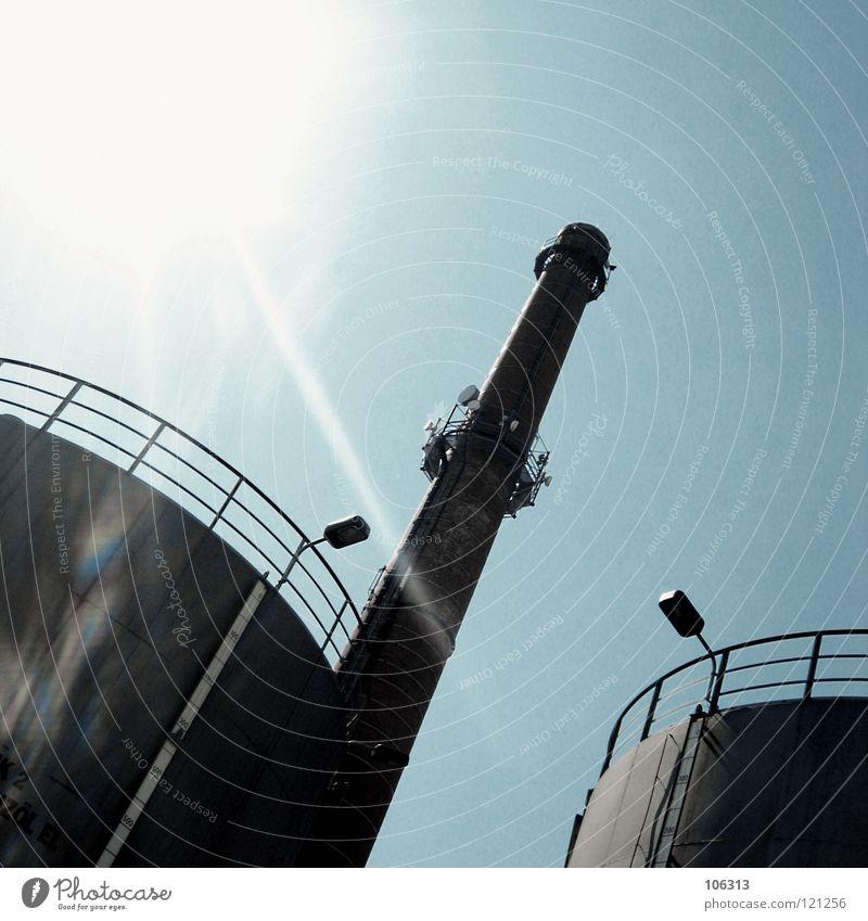 SPRUNGTURM Himmel blau Einsamkeit Lampe 2 Beleuchtung Erfolg leer Turm Industrie Niveau Industriefotografie beobachten Symbole & Metaphern Geländer