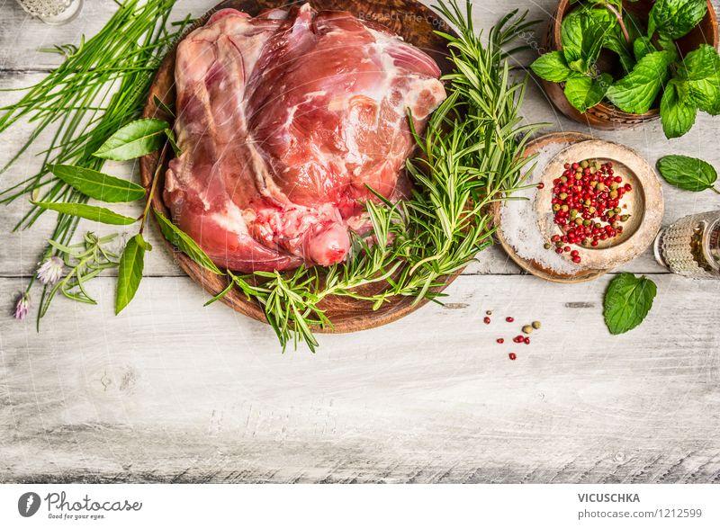 Lammkeule mit frischen Kräutern zubereiten Lebensmittel Fleisch Kräuter & Gewürze Ernährung Mittagessen Abendessen Festessen Bioprodukte Diät Teller