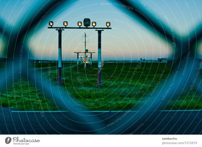 TXL Himmel Ferien & Urlaub & Reisen Landschaft Reisefotografie Berlin fliegen Luftverkehr Geschwindigkeit Flugzeug Sicherheit Eile Zaun Flugzeugstart Abheben