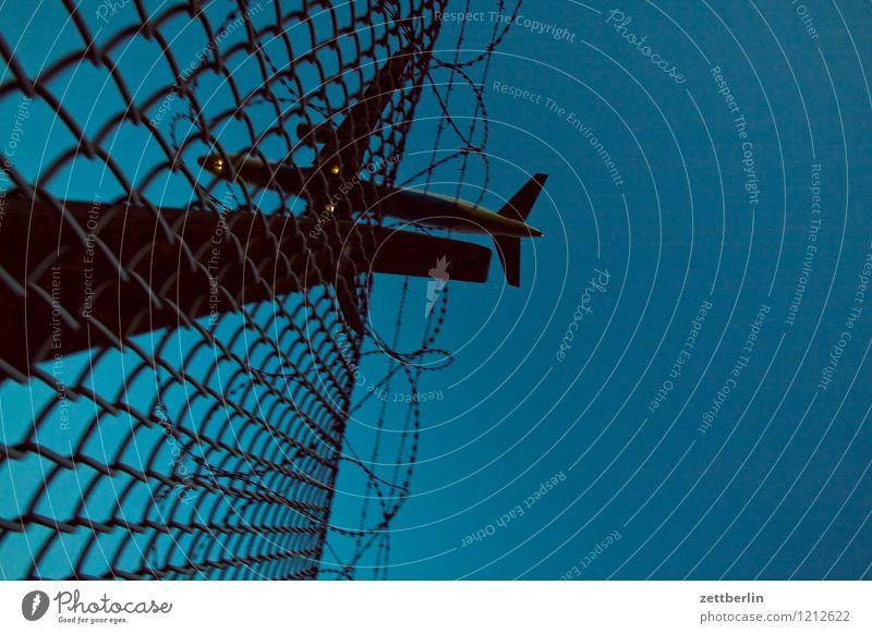 Flugreise Abheben Flugzeugstart Landen Flugzeuglandung Dynamik fliegen Luftverkehr Flughafen Geschwindigkeit Eile Himmel Pilot Ferien & Urlaub & Reisen